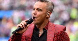 "Robbie Williams, il suo primo disco di Natale ""THE CHRISTMAS PRESENT"""