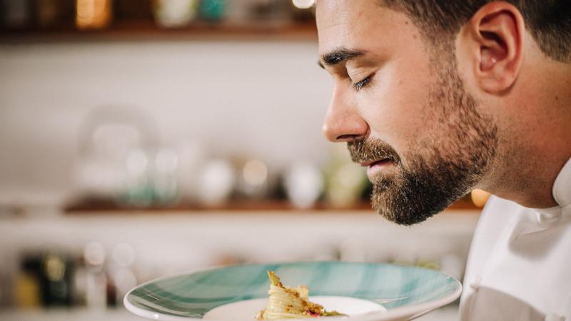 """Discovery Italia FoodNetwork: Roberto Valbuzzi conduce """"Uno Chef in Fattoria"""""""